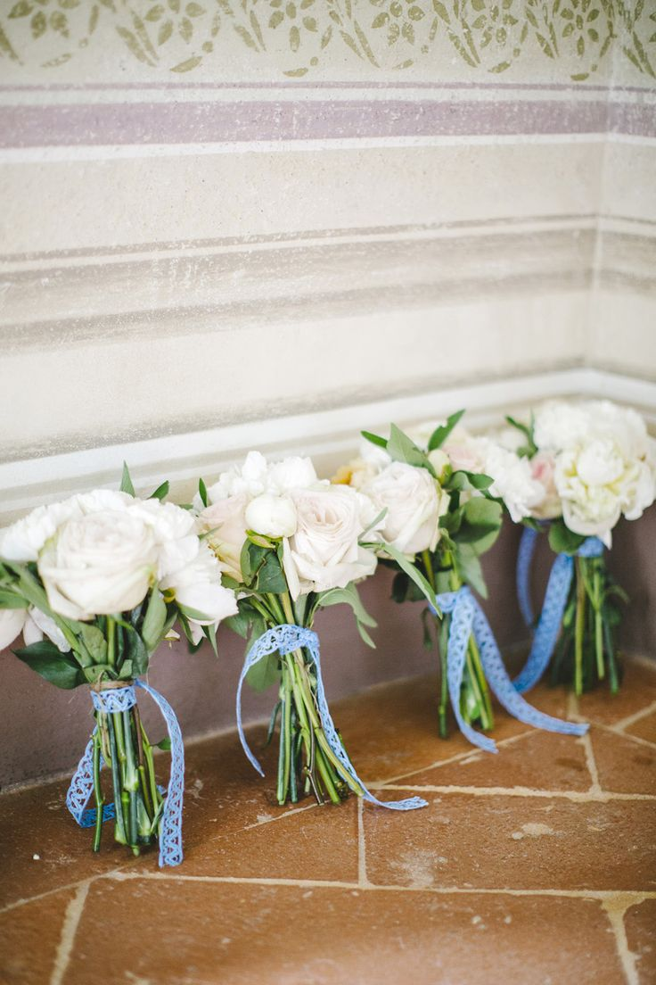 white and blue wedding bouquets