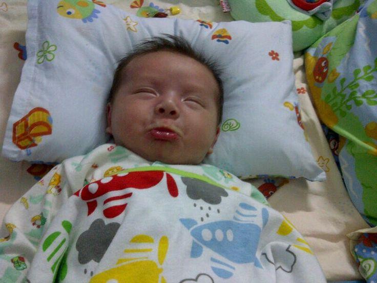 Feel mommy disturb his sleep time.. Hahaha