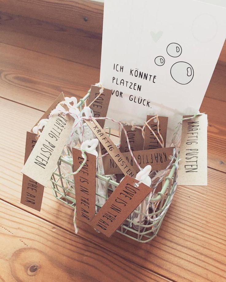 """Ancas_Wedding auf Instagram: """"Prototypen unserer #weddingbubbles sind endlich fertig 😊 Das jetzt 60x und ein weiterer Punkt auf unserer TO-DO Liste ist ✔️ So langsam nimmt alles Form an! 👍🏼 #hochzeit #hochzeit2016 #wedding #wedding2016 #Braut #braut2016 #bridetobe #seifenblasen #odernichtoderdoch #depot #diy #selbstgemacht"""""""