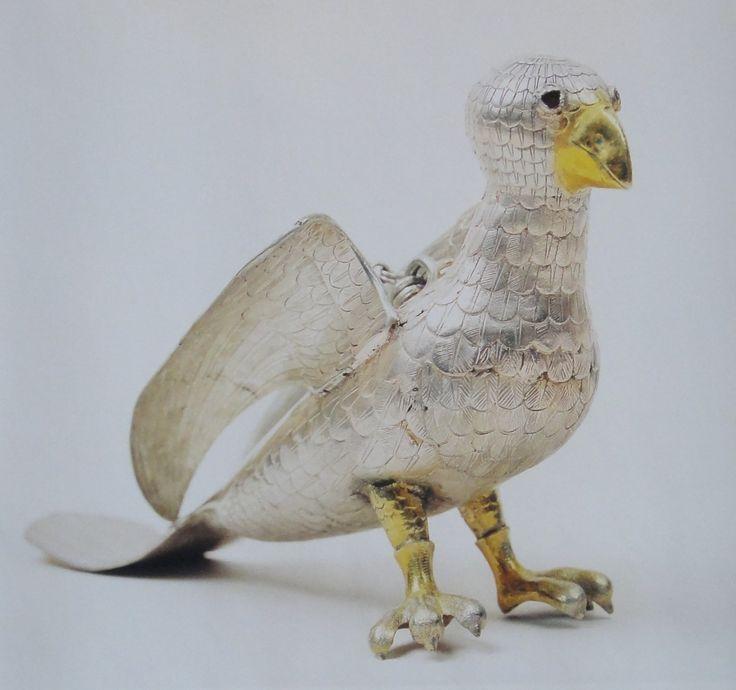 Серебряная птица в Серебряной кладовой в музее Нигулисте (Церковь Святого Николая.