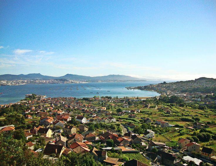 Fotografía del pueblo de Meira, en Moaña, quitada desde el Mirador de O Castelo. Al fondo, la ría de Vigo. Imagen enviada por Sara Álvarez