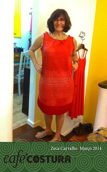 A boa filha à casa retorna - e já vem toda faceira de vestido vermelho!! Adoramos Zeca!