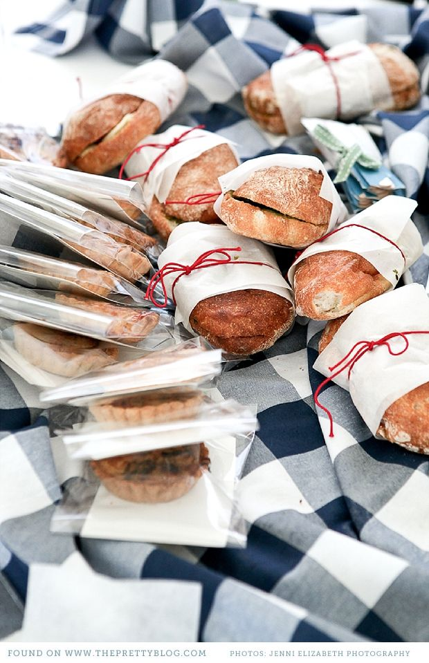 Fresh bread & Picnic wedding | Photo: Jenni Elizabeth, Catering: Dish food & social