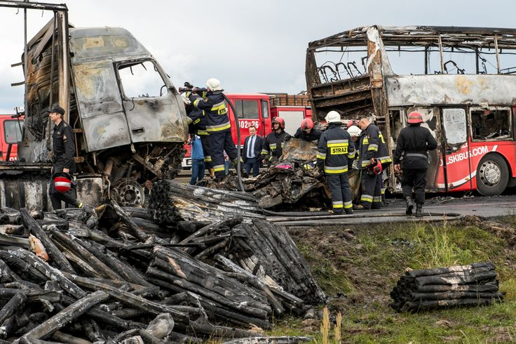 Pięć lat więzienia dla kierowcy TIR-a, który ponad rok temu spowodował tragiczny w skutkach karambol na autostradzie A4 niedaleko Wrocławia.