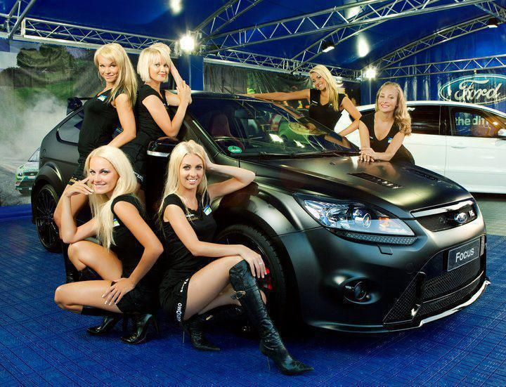Green Ford Focus RS500 - In Black Colour with many girls #FordFocusSTClub #RS #ST