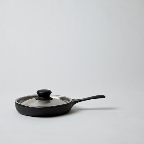 Mjölk : Sori Yanagi mini egg pan - cast iron with stainless lid - Sori Yanagi Mini Pan