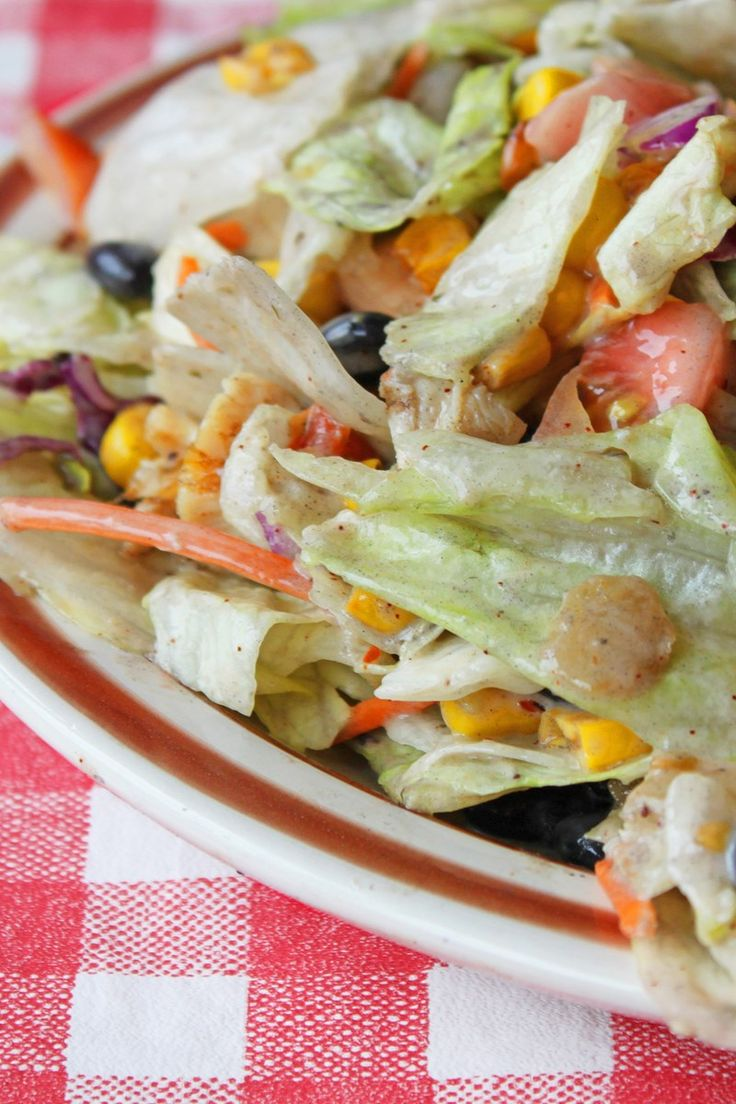 Weight Watchers Southwestern Chicken and Bean Salad Recipe with scallion, Sweet Red Pepper, Bell Pepper, Black Beans, Corn, Lime Juice, Taco Seasoning Mix, Cilantro, and Sour Cream - 7 Smart Points