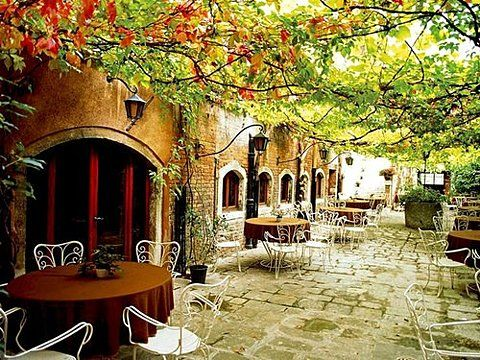 location: Wine, Beautiful Italy, Lunches, Cups Of Memorial, Sidewalks, Venice Italy, Tuscany Italy, Cafe K-Cup, Courtyards