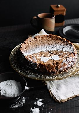 Ce gâteau est magique parce qu'il aura trois étages après la cuisson, sans que vous ayez à faire quoi que ce soit. Je tiens à préciser que le gâteau a la texture d'un flan. Alors, ne vous attendez pas à obtenir une texture de gâteau classique.