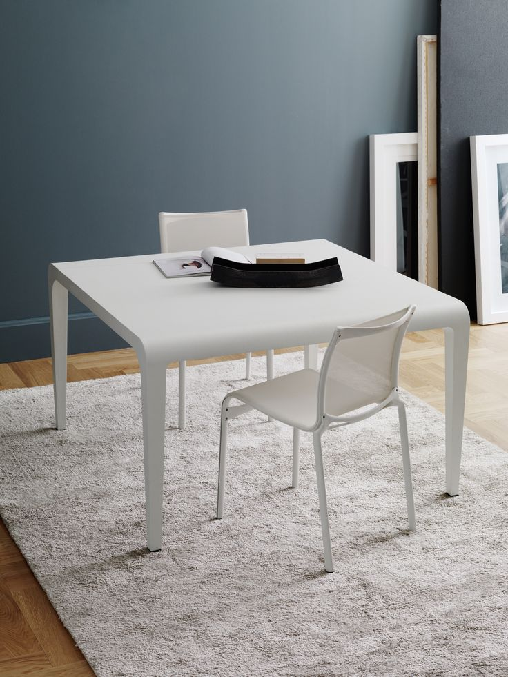 total white! ilvolo table by Riccardo Blumer & frame chairs by Alberto Meda  #design #white #homedesign