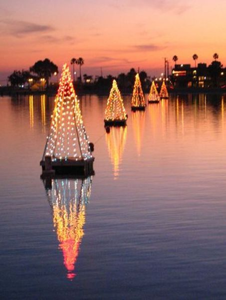 Naples Island Canals Holiday Lights Tour - Long Beach, CA - Naples Island Canals Holiday Lights Tour - Long Beach, CA