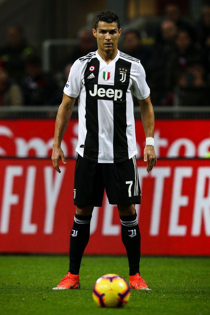 Juventus Forward Cristiano Ronaldo 7 Prepares Shooting Free Kick During The Serie A Football Match N 12 Milan Cristiano Ronaldo 7 Ronaldo Ronaldo Juventus