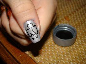 Veja as unhas inpiradas na banda Rammstein, uma bela nail art de uma banda de Rock.