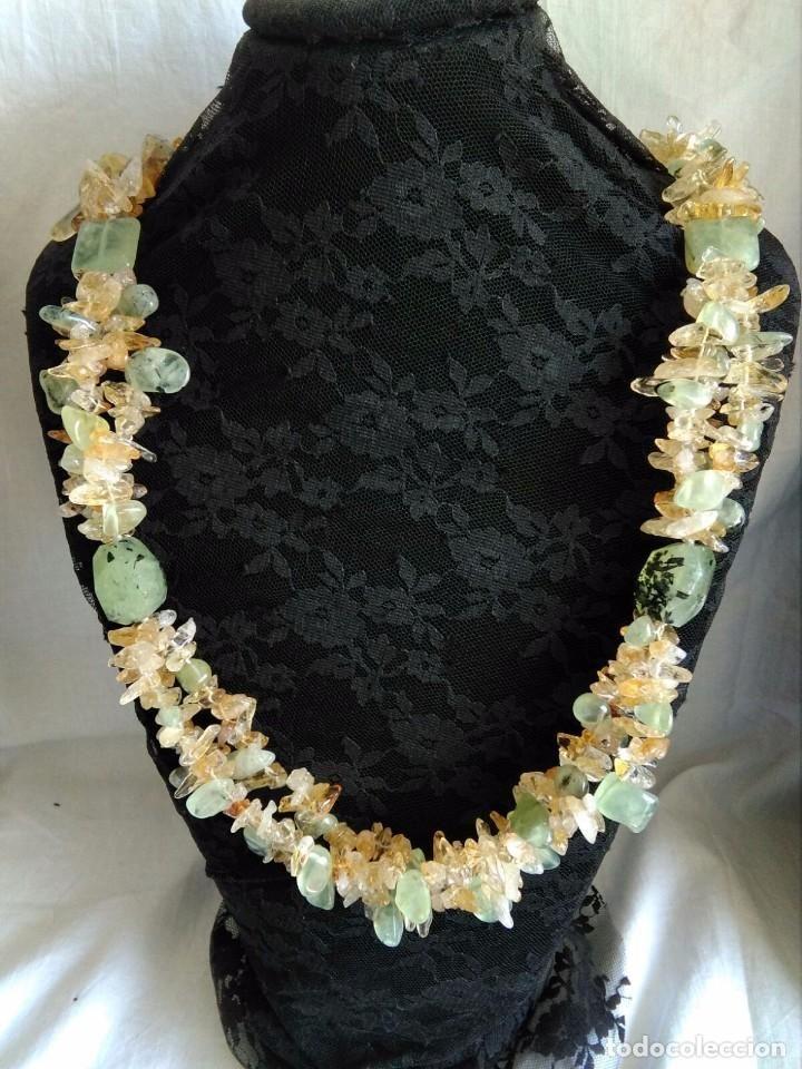Gran collar con peridotos naturales  y  granates verdes cierre de jadeita