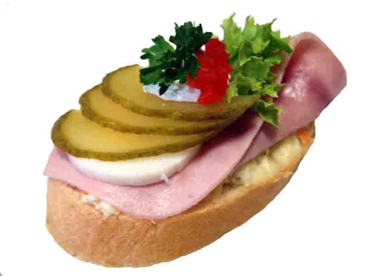 Chlebicky - typical czech snack and appetizer, looks good and tastes even better, I want it .....now!!