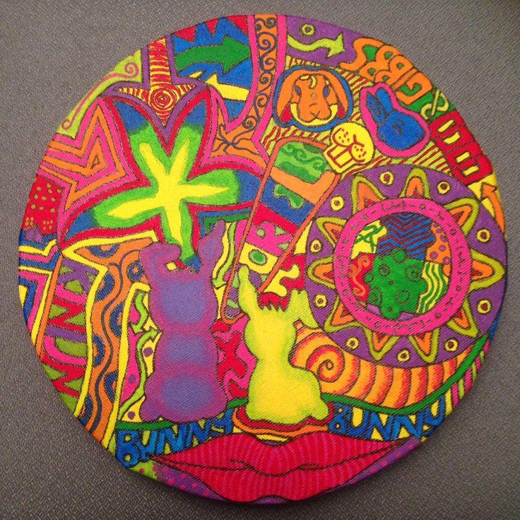 Een klein schilderijtje waarop mijn konijnen afgebeeld zijn in psychedelische opzet.