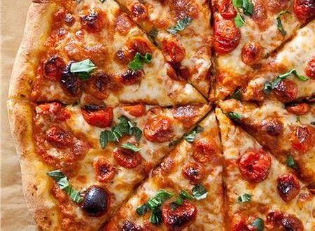 Είναι μια πίτσα εύκολη, οικονομική και κυρίως σπιτική. Και αν και νηστίσιμη συνταγή είναι πεντανόστι...