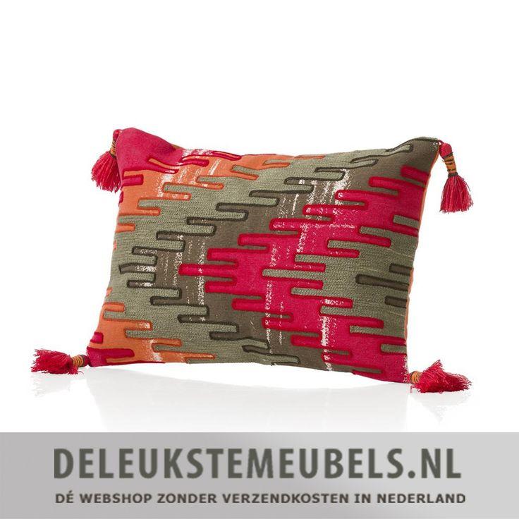 Kussen Tribal van Youniq decorations is een musthave en geeft jouw interieur een stoere twist! De voorkant is voorzien van een mooie print die je overal bij kan combineren. Het kussen heeft een rits en de prijs is natuurlijk inclusief de vulling. Breng kleur in je interieur met dit vrolijke kussen en style je huis helemaal af!  Je huis stylen met de leukste woonaccessoires doe je samen met deleukstemeubels.nl!