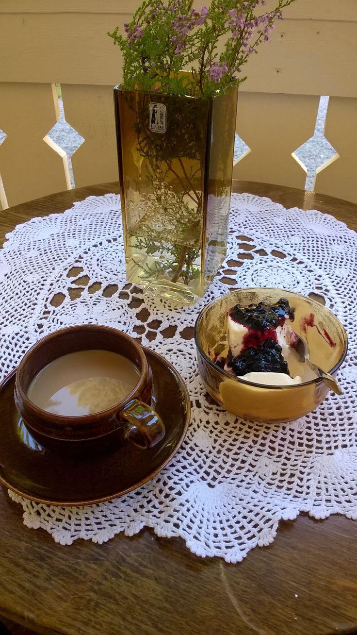 Arabia kahvikuppi (ei ole Mahonki,mutta mikä?), Kumela maljakko,Arcoroc Sierra jälkiruokamalja
