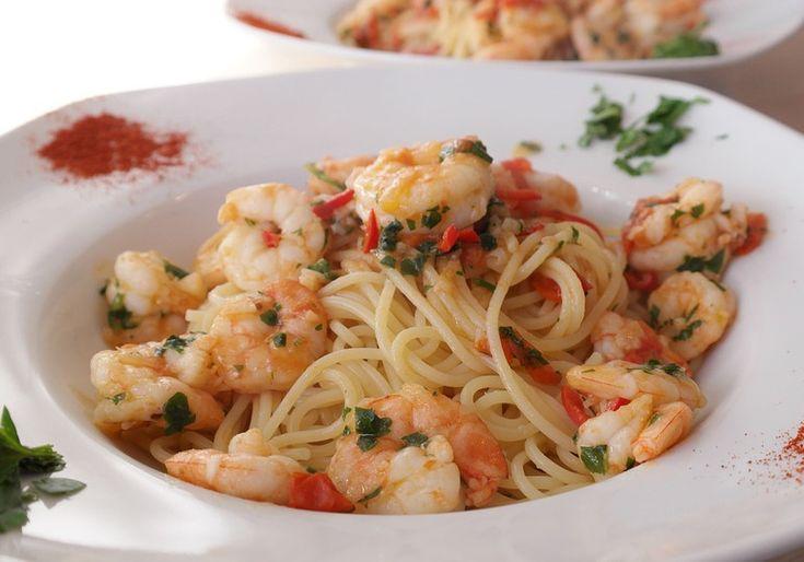 Spaghete cu creveti, ulei de masline si usturoi - Daca iti plac spaghetele aglio olio e peperoncino, atunci cu siguranta iti plac si spaghetele cu creveti