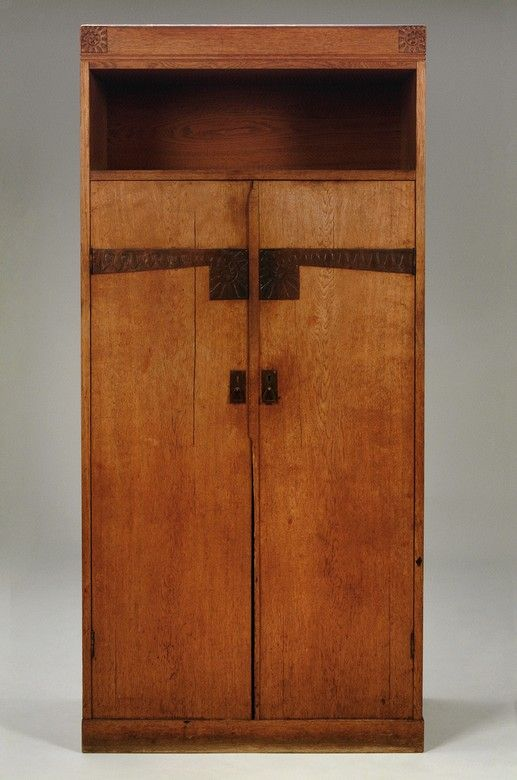 Eliel Saarinen; Oak and Copper Cabinet for Bomans Ångsnickeri AB, 1910.