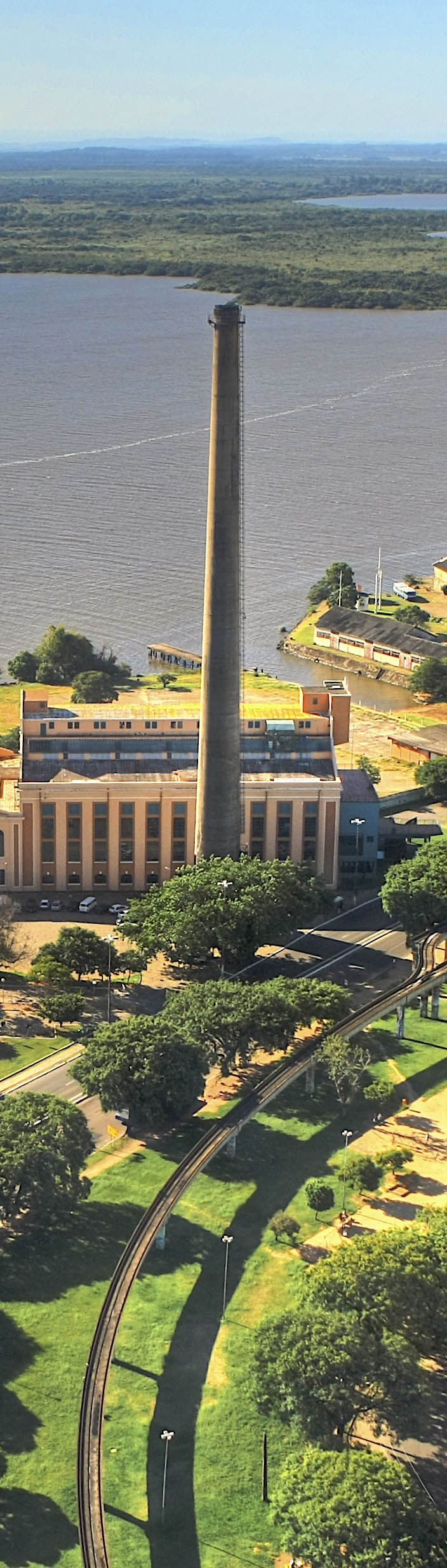 A Usina do Gasômetro, ou simplesmente Gasômetro, é uma antiga usina brasileira de geração de energia de Porto Alegre. É um dos pontos mais tradicionais para ver o famoso pôr-do-sol da cidade, às margens do Lago Guaíba. Hoje a Usina do Gasômetro é um grande centro cultural de Porto Alegre, sendo palco das mais diversas manifestações artísticas.