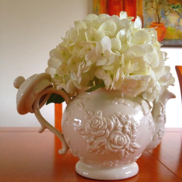 Tea pot centerpiece hydrangea my alice inspired
