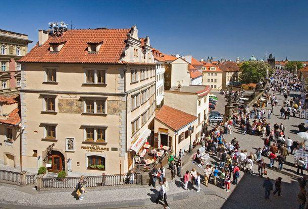 Пять легендарных домов с именами в Праге