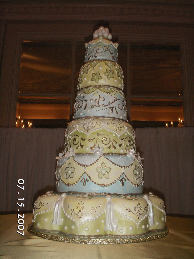 Big Wedding Cake Images : Huge Wedding Cakes Classical cake... Cakes of Asia ...