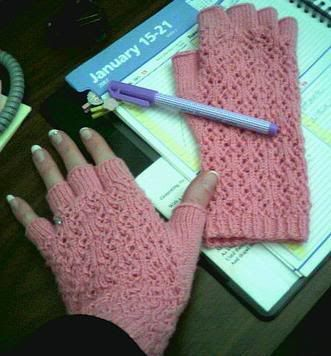 Half Finger Gloves Crochet Pattern | ... lovely snowflace lace fingerless office gloves from squeaky weasels