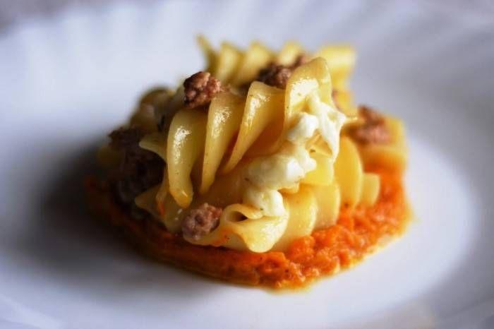 Fusilloni con mozzarella di bufala, zucca grigliata e salsiccia ischitana