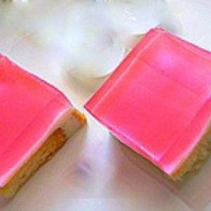 Γλυκό ψυγείου με κρέμα και ζελέ κεράσι