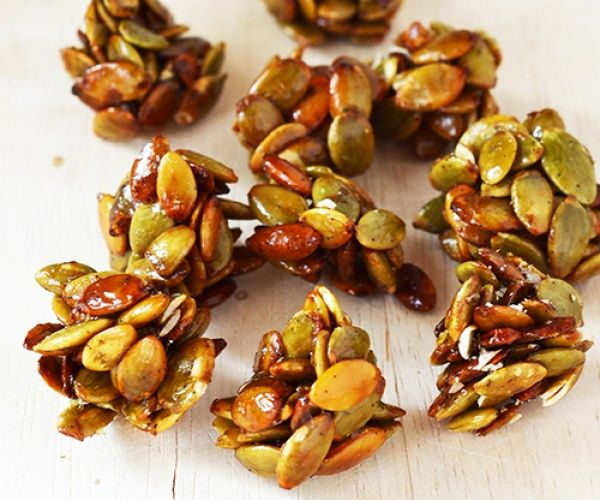 Crunchy clusters of pumpkin seeds with a vanilla & honey coating. It's like eating toffee popcorn!