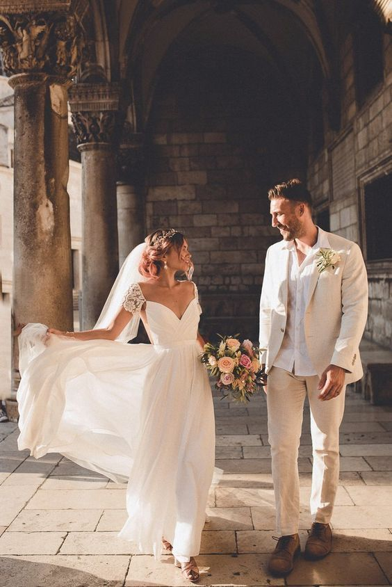 973dcffb58 Cool alternative to off the shoulder! I like this lots | Wedding ...