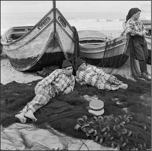 Nazare's fisherman wearing traditional checked shirts. Minho, Portugal.  Contas Minhotas (photo from Catarina Jóias).