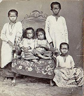 Boeginese children (S. Celebes), c1900  Photographer: Hendrik Veen, Dutch Indies