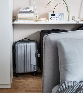 Valigie dietro il divano - IKEA