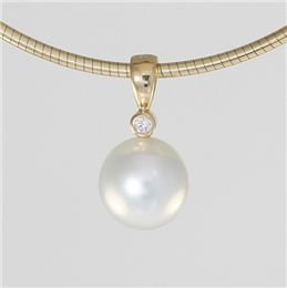 $1195 -- 18ct Yellow Gold Diamond and South Sea Pearl Luna Pendant 11mm Oval Broome Pearl 0.03ct GSi Diamond 20053918