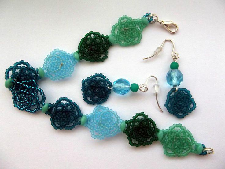 Green flowers bracelet and earrings beading