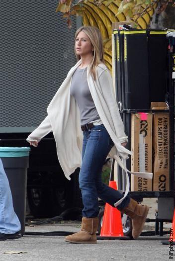 Jennifer Aniston casual,great wally jumblatts.