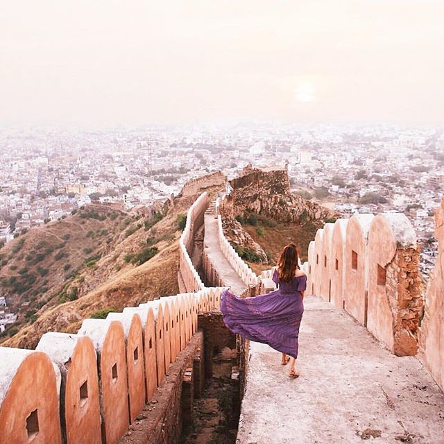 Jaipur, the largest city of Rajasthan, India is an epitome of magnificence and vibrancy ( : @tara._) #GirlsBornToTravel ✈️ #Regram via @girlsborntotravel