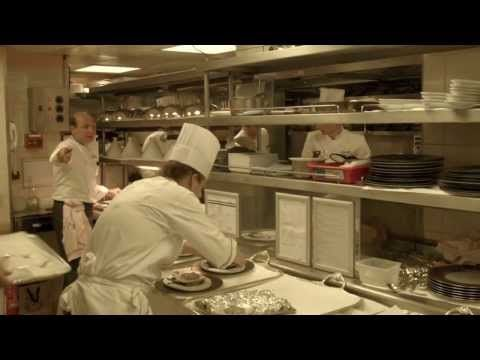 Dans les cuisines du restaurant Le Cinq avec Eric Briffard - YouTube