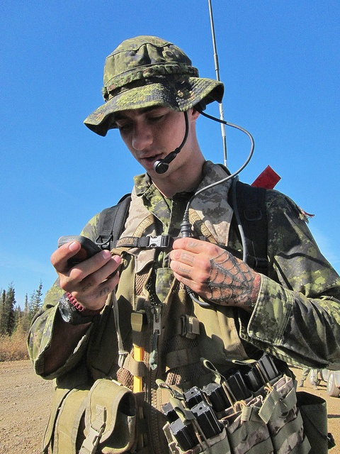 English/Anglais  CC2012-0819-012  19 August 2012   Tsiigehtchic, Northwest Territories, Canada    Private Zak Trudel, a signaller with the Third Battalion, Princess Patricia's Canadian Light Infantry (3 PPCLI), Immediate Reaction Unit, checks GPS co-ordin So You Want To Be A Picker? Online Course -CLICK ON THE PICTURE ABOVE ^