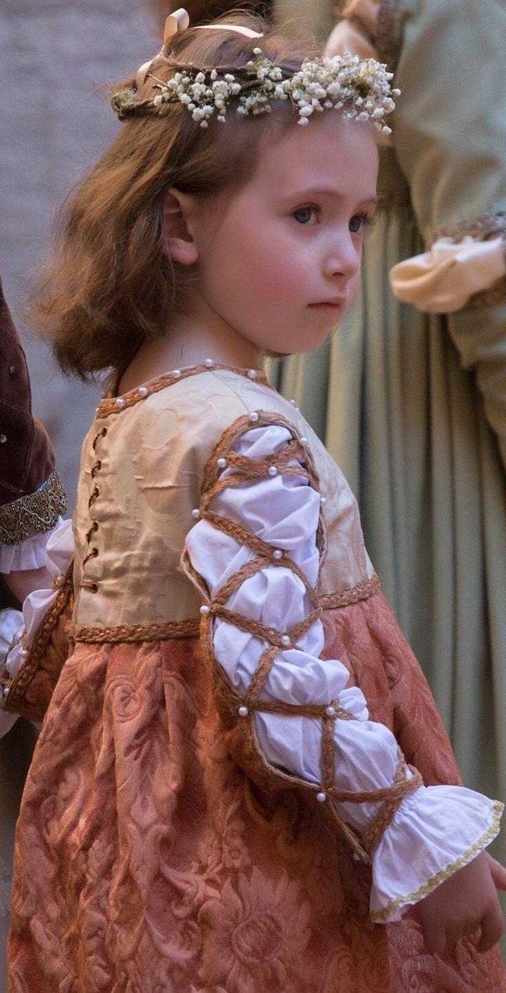 1017 besten Renaissance fair costume for little girl Bilder auf ...