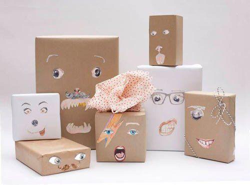 cmo envolver regalos de navidad papel de regalo original hecho con recortables de caras