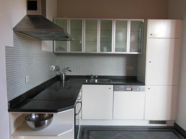 Appartement à louer à Etterbeek - 2 chambres - 95m² - 1 150 € - Logic-immo.be - Proximité Mérode & Parc Cinquantenaire, un très bel appartement entièrement rénové  au  2ème étage d'un immeuble Art Déco  - +/- 90 m2 - 2 chambres entièrement meublé  -living  sur 2 grandes pièces en...