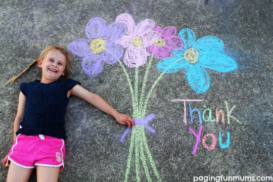 Chalk Drawing Photo Idea! Perfect for Thank you cards!! Lots of other ideas on this site!