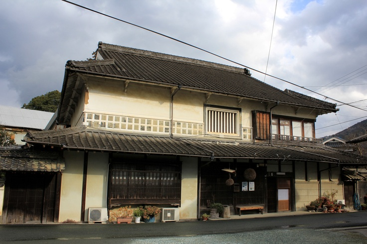 The main building of Kameoka Shuzo brewery in Uchiko, home of the Chiyo no Kame brand. Most of the processes are done here by hand in the traditional way. Although it's really cold inside the brewery, the Chiyo no Kame sake is heart-warmingly rich and flavoursome.
