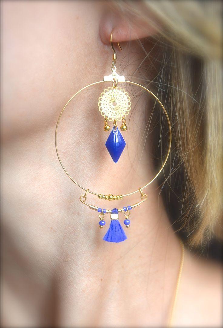 Boucles d'oreille créole doré, losange bleu et pompon bleu roi