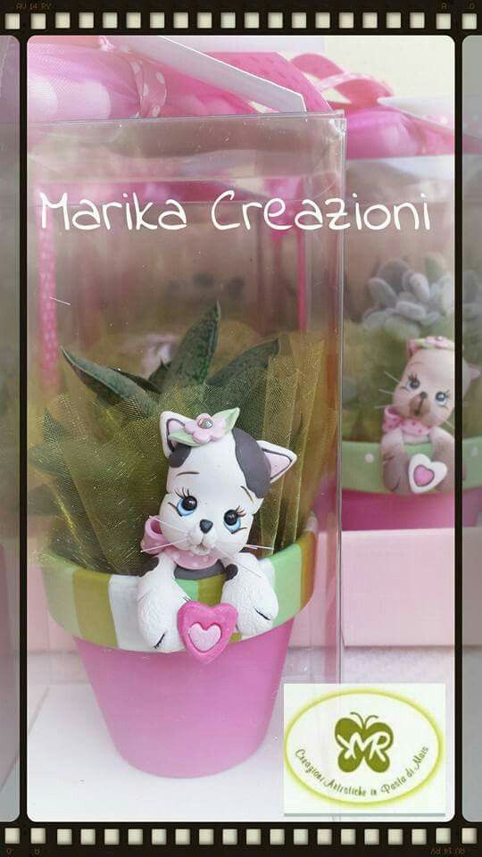 Vasetto con gattino  Marika Creazioni in Pasta di Mais #vasetto #terracotta #bomboniere #portaconfetti #portapiantine #pastadimais #marikacreazioniinpastadimais